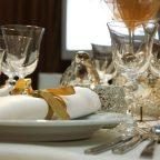 Jak ozdobić stół na przyjęcie urodzinowe? Jakie kieliszki wybrać?